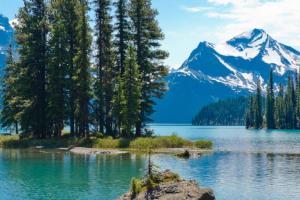 Du khách nghẹt thở trước 8 hồ nước đẹp lung linh