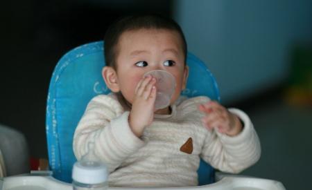 Làm thế nào để trẻ cai sữa cho trẻ thuận lợi nhất?