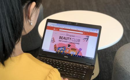 Vì sao người tiêu dùng ngày càng yêu thích mua sắm trực tuyến?