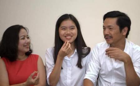 NSND Trung Anh hạnh phúc khoe con gái nhận được học bổng danh giá của trường Đại học hàng đầu ở Mỹ