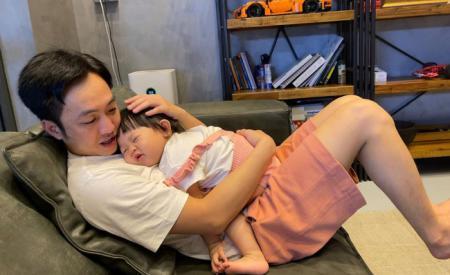 Cường Đô La khoe ảnh tình cảm với Suchin nào ngờ biểu cảm không hợp tác của con gái mới gây chú ý