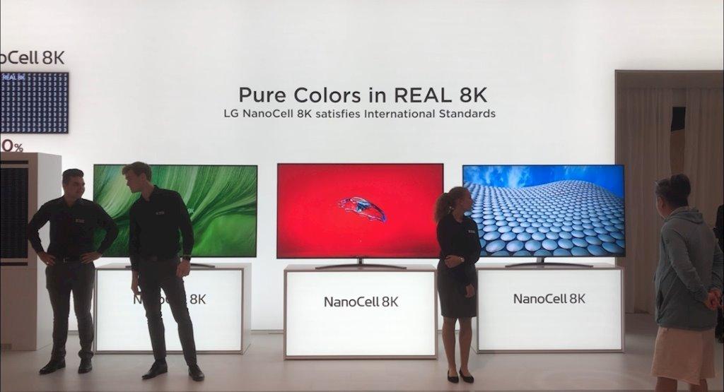 """Góc """"cà khịa"""" cực mạnh: LG nói tivi 8K của Samsung không phải 8K đích thực"""