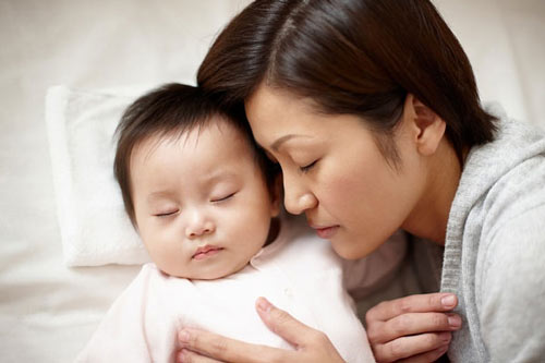 Những lý do khiến cha mẹ tuyệt đối không để trẻ ngủ với ông bà