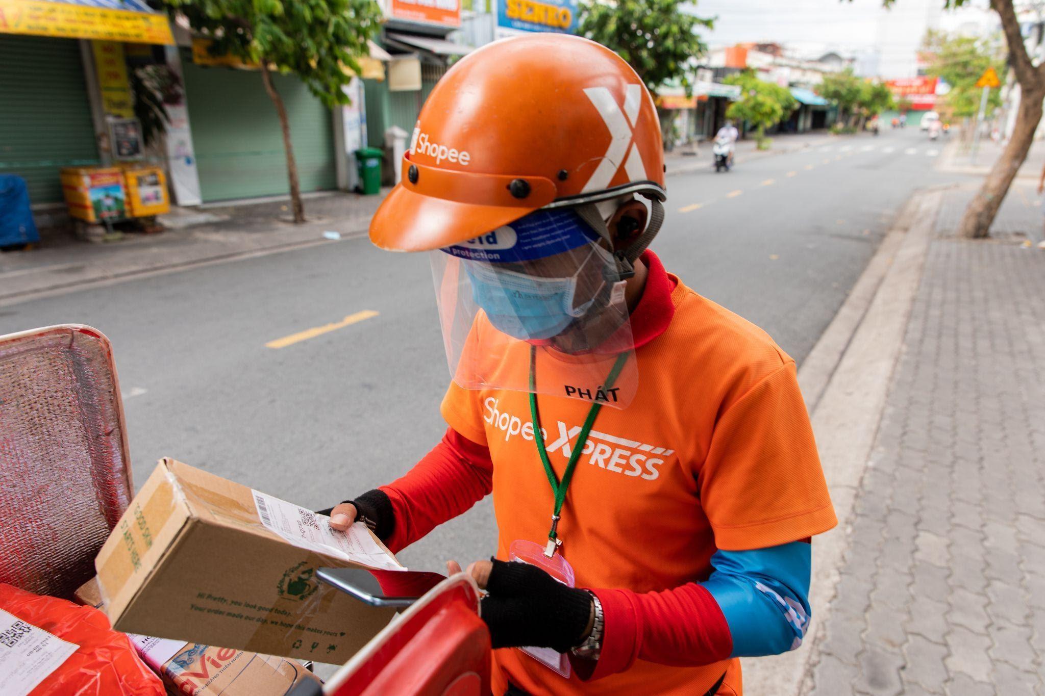 Shopee nỗ lực giao hàng trong mọi tình huống giãn cách tại TP HCM và các khu vực khác trên cả nước